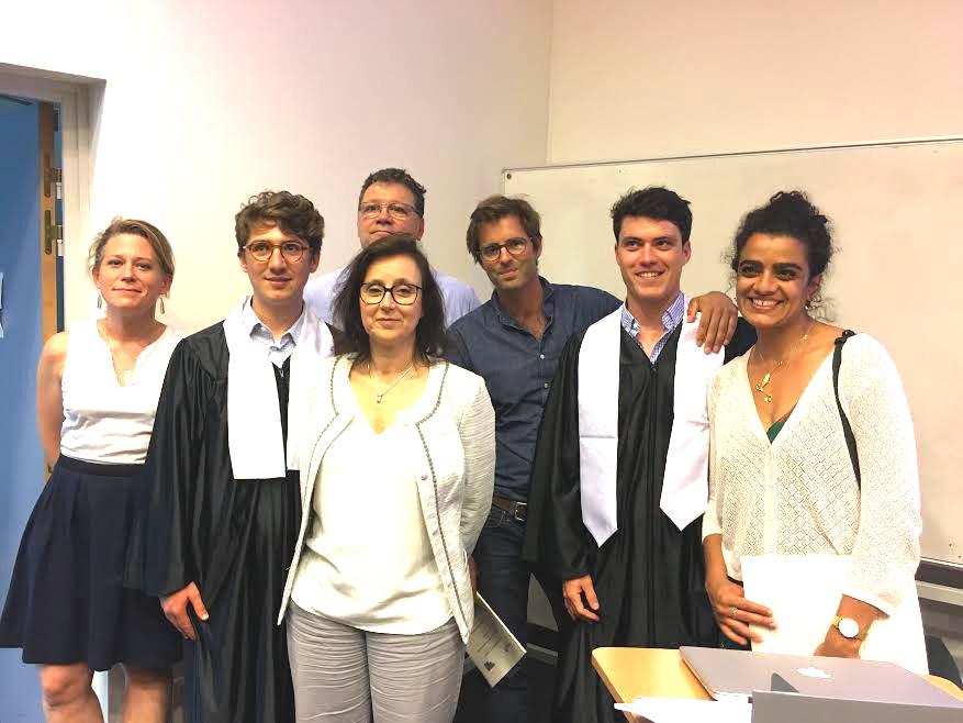 Photo de Gabriel et Paul avec les membres du jury lors de leur thèse sur Océan Dentiste avec illustration des statistiques