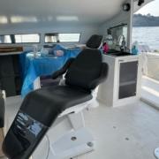 Le tout nouveau fauteuil dentaire Finndent, à bord du catamaran Océan Dentiste